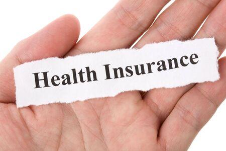 青い背景と健康保険の見出し