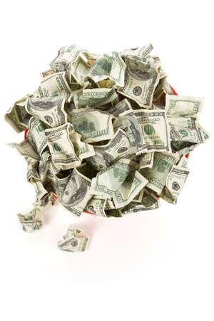 inflation basket: De d�lares en el cubo de la basura roja con fondo blanco