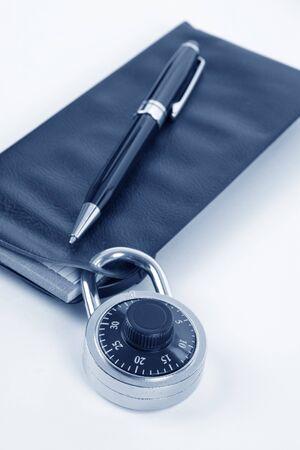 checkbook: Chequera y de bloqueo, el concepto de recesi�n o de seguridad