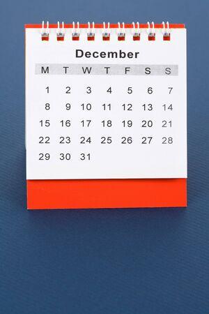december kalender: Agenda december van dichtbij met blauwe achtergrond