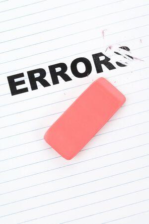 Gummetje en het woord fout, het concept van  Stockfoto