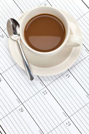 커피 컵 및 일정 가까이