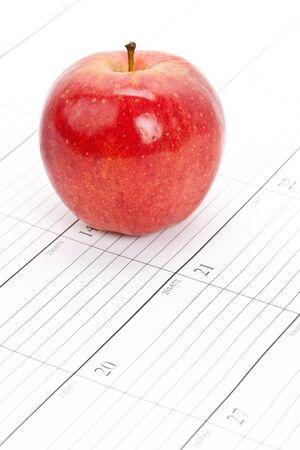 빨간 사과 달력 가까이 스톡 콘텐츠