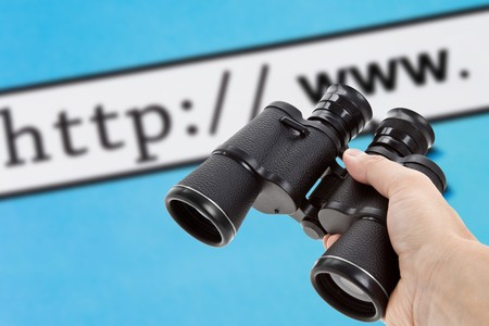 Binoculars and browser, concept of Searching the Internet 免版税图像