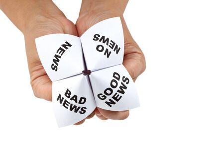 Papier Fortune Teller, goed nieuws; Slecht nieuws; Geen nieuws; Nieuws, concept van zakelijke beslissing