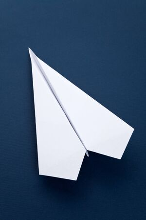 papierflugzeug: White Paper Airplane close up