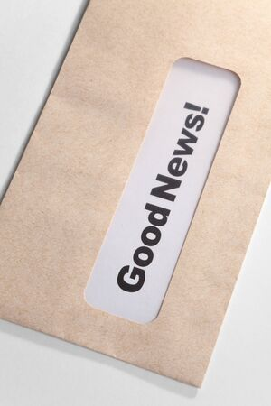 Good News en envelop, concept van succes