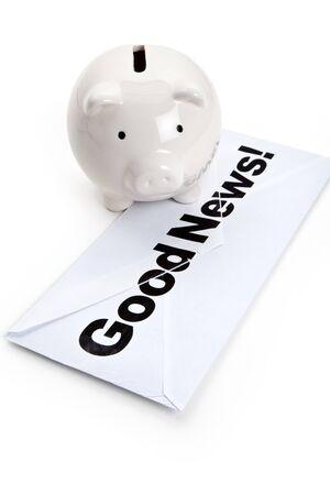 Goed nieuws en spaarvarken, concept van succes