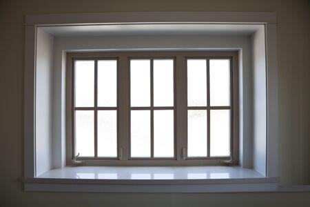 Overdekt raamkozijn voor achtergrond