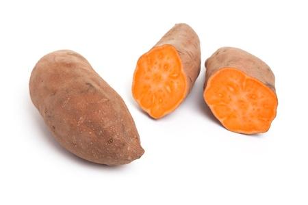s��kartoffel: S��kartoffel mit wei�em Hintergrund