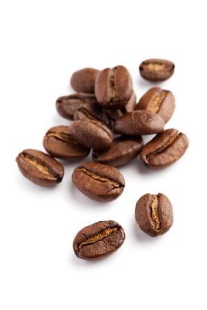 白い背景とコーヒー豆
