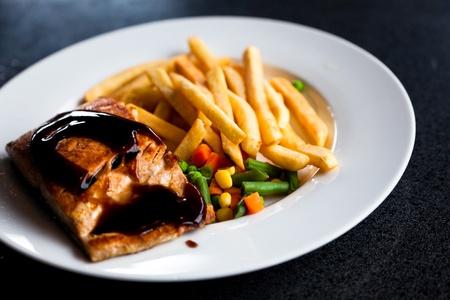 salmon steak with French Fries Reklamní fotografie