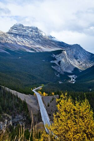 parkway: views of Icefields Parkway and Cirrus Mountain. Yoho National park. Alberta. Canada, Oct. 2011 Stock Photo