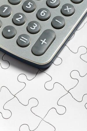 電卓やパズル、ソリューションのビジネス ・ コンセプト