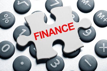電卓やパズル、金融のビジネス ・ コンセプト 写真素材