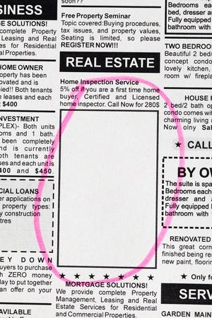 가짜 분류 광고, 신문, 부동산 개념입니다.