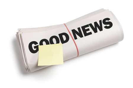 Goed nieuws en Sticky Note met een witte achtergrond