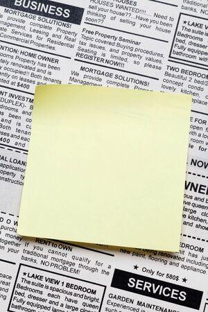 가짜 분류 광고, 신문 및 스티커 메모 스톡 콘텐츠 - 16014334