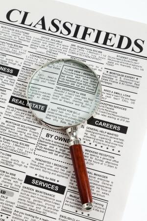 가짜 분류 광고, 신문, 비즈니스 개념입니다.