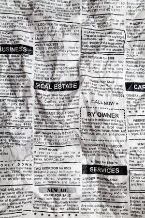 가짜 분류 광고, 구겨진; 신문, 비즈니스 개념입니다. 스톡 콘텐츠