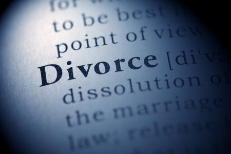 Fake woordenboek, woordenboek definitie van het woord echtscheiding. Stockfoto