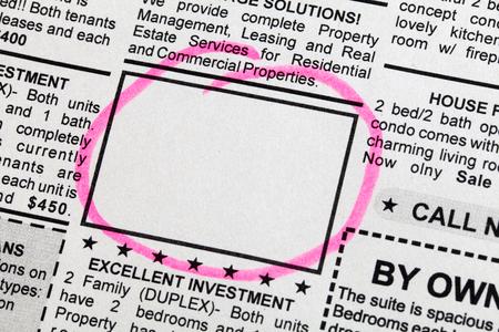 분류 된 광고, 신문, 비즈니스 개념