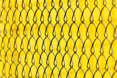 Malla metálica con amarillo Foto de archivo - 24596627