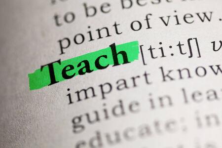 definicion: Teach palabra resaltada en verde