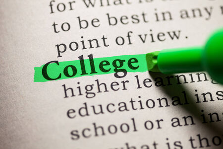녹색으로 강조된 단어 대학