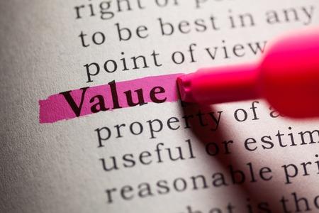 definicion: valor de la palabra resaltada en color rosa