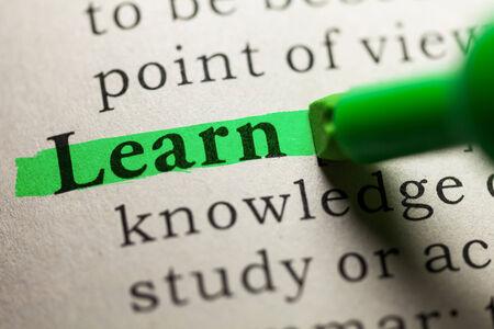 definicion: palabra aprende resaltado en verde Foto de archivo