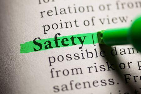 definicion: Falso diccionario, definici�n de la palabra de seguridad.