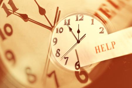 壁時計の顔と言葉について、時間管理の概念