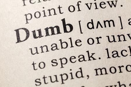 Nep woordenboek, woordenboekdefinitie van het woord dom. inclusief sleutelbeschrijvende woorden. Stockfoto
