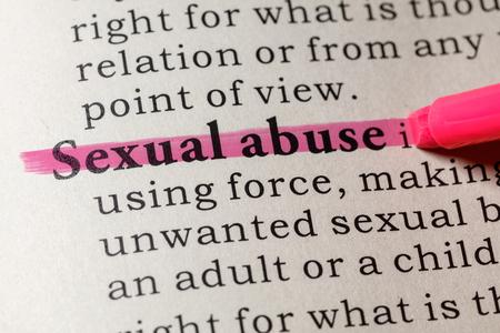 가짜 사전, 성적 학대라는 단어의 사전 정의. 주요 설명 어를 포함합니다. 스톡 콘텐츠