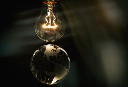電球と地球、地球規模の問題の概念