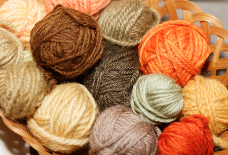 woolen colorful balls of yarn, mushroom dye. Stockfoto - 121487110
