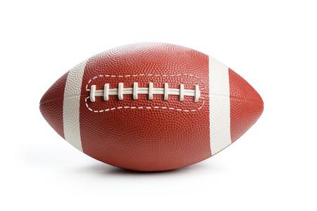 Football americano isolato su bianco, da vicino.