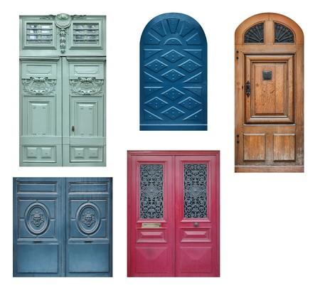 fermer la porte: Ensemble de vieilles portes en bois isol�es sur blanc