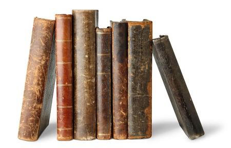 oud document: Oude boeken op wit wordt geïsoleerd