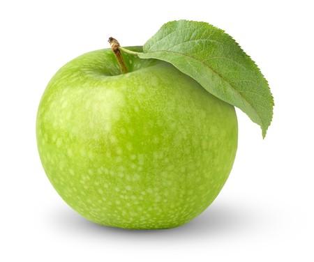 Zelené jablko s listovým izolovaných na bílém
