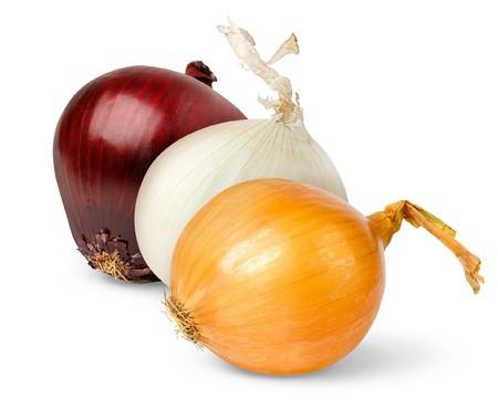 cebolla blanca: Cebolla rojo, amarillo y blanco, aislado en blanco