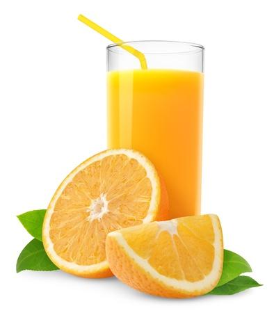 vaso de jugo: Jugo de naranja y rodajas de naranja aislados en blanco