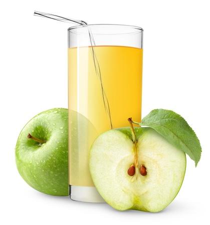 白で隔離されるアップル ジュースのガラス
