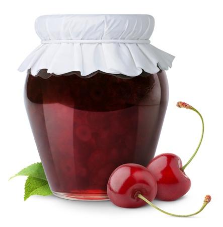 mermelada: Confitura de cerezas aislado en blanco