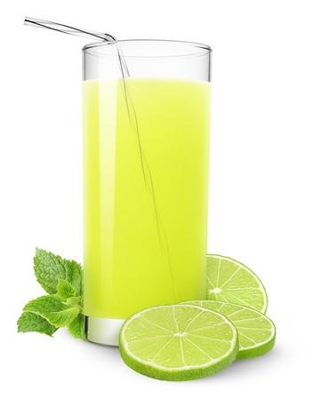 fruit juice: Bicchiere di succo di limone e menta isolata on white