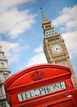 イギリス ロンドン ビッグベン タワーに対して赤い電話ボックス