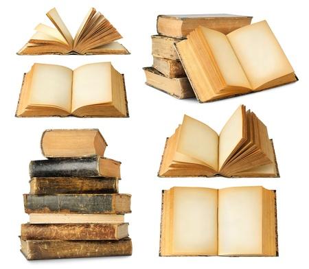 白で隔離される古い本のコレクション