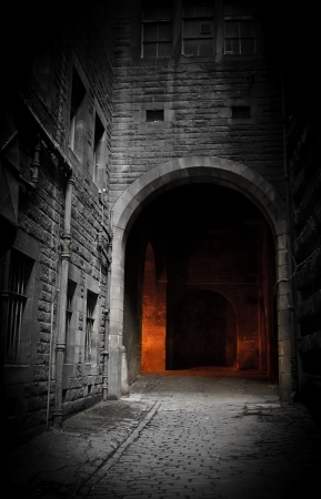 Dark courtyard (Edinburgh, Scotland) photo