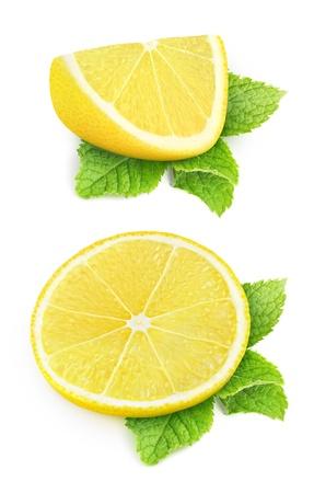 2 個セット レモンとミントの葉に隔離されたホワイト 写真素材